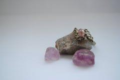 Δαχτυλίδι στις πέτρες Στοκ φωτογραφία με δικαίωμα ελεύθερης χρήσης