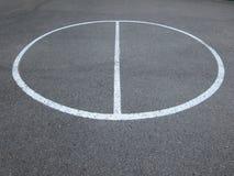 Δαχτυλίδι σφαιρών καλαθιών σε ένα πάρκο Στοκ εικόνες με δικαίωμα ελεύθερης χρήσης