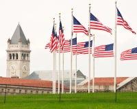 Δαχτυλίδι των σημαιών που περιβάλλουν το μνημείο της Ουάσιγκτον Στοκ εικόνες με δικαίωμα ελεύθερης χρήσης