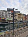 Δείκτης κατευθύνσεων στην πόλη στοκ εικόνα με δικαίωμα ελεύθερης χρήσης