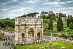 Δείτε την αψίδα του Constantine και του υπερώιου Hill στη Ρώμη Στοκ Φωτογραφία