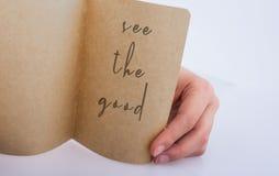 Δείτε την καλή εγγραφή αποσπάσματος στο σχισμένο επιστολόχαρτο υπό εξέταση στοκ φωτογραφία με δικαίωμα ελεύθερης χρήσης