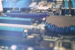 δεδομένου ότι το χαρτόνι ανασκόπησης μπορεί να βραχυκυκλώσει τη χρήση Τεχνολογία υλικού ηλεκτρονικών υπολογιστών Ψηφιακό τσιπ μητ Στοκ φωτογραφίες με δικαίωμα ελεύθερης χρήσης