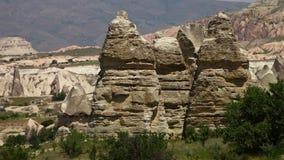 Δειγμένοι σχηματισμοί βράχου σε ένα ξηρό τοπίο απόθεμα βίντεο