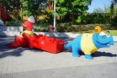 Δεινόσαυρος και rino Lego σε Legoland Φλώριδα Στοκ Εικόνες