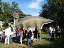 Δεινόσαυρος στο πάρκο πόλεων Στοκ φωτογραφία με δικαίωμα ελεύθερης χρήσης