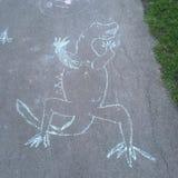 Δεινόσαυρος Childs πορειών πεζοδρομίων που επισύρει την προσοχή στην άσφαλτο στοκ εικόνες με δικαίωμα ελεύθερης χρήσης