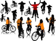 Δεκατέσσερις σκιαγραφίες ανθρώπων με το ποδήλατο απεικόνιση αποθεμάτων