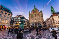 2 Δεκεμβρίου 2016: Στην οδό Storget στην κεντρική Κοπεγχάγη, Στοκ Φωτογραφία