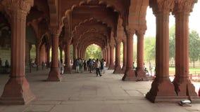 Δελχί, Ινδία, ΣΤΙΣ 29 ΜΑΡΤΊΟΥ 2019 - το εσωτερικό του κόκκινου οχυρού στο Δελχί, Ινδία, οχυρό ήταν η κατοικία του αυτοκράτορα Mug απόθεμα βίντεο