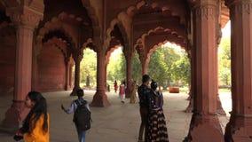 Δελχί, Ινδία, ΣΤΙΣ 29 ΜΑΡΤΊΟΥ 2019 - το εσωτερικό του κόκκινου οχυρού στο Δελχί, Ινδία, οχυρό ήταν η κατοικία του αυτοκράτορα Mug φιλμ μικρού μήκους