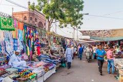 ΔΕΛΧΙ, ΙΝΔΙΑ - 22 ΟΚΤΩΒΡΊΟΥ 2016: Αγορά οδών κοντά στο μουσουλμανικό τέμενος Jama Masjid στο κέντρο του Δελχί, Indi στοκ φωτογραφία