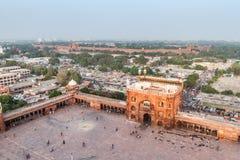 ΔΕΛΧΙ, ΙΝΔΙΑ - 22 ΟΚΤΩΒΡΊΟΥ 2016: Προαύλιο του μουσουλμανικού τεμένους Jama Masjid στο κέντρο του Δελχί, Ινδία Κόκκινο οχυρό στοκ φωτογραφίες με δικαίωμα ελεύθερης χρήσης