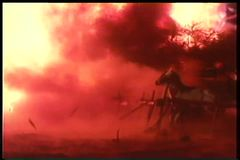 Δεμένα άλογα που εκφοβίζονται από την ογκώδη έκρηξη απόθεμα βίντεο