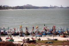 Δεμένα αλιευτικά σκάφη, παραλία Khao Tao, Ταϊλάνδη Στοκ Φωτογραφία