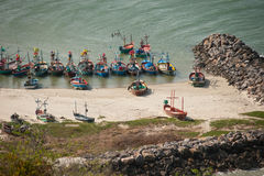 Δεμένα αλιευτικά σκάφη στην παραλία Khao Tao Στοκ φωτογραφίες με δικαίωμα ελεύθερης χρήσης