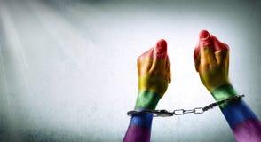Δεμένα με χειροπέδες χέρια - καταγγελία της ποινικοποίησης στοκ εικόνες