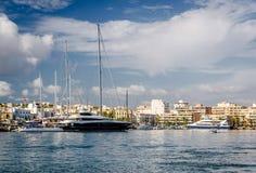 Δεμένα σκάφη στο λιμένα Ibiza στοκ εικόνα