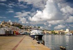 Δεμένα σκάφη στο λιμένα Ibiza στοκ εικόνες