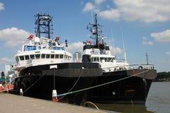 δεμένα tugboats δύο στοκ εικόνα με δικαίωμα ελεύθερης χρήσης