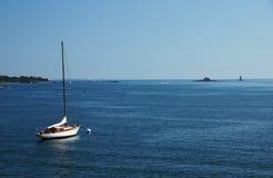Δεμένη βάρκα πανιών Στοκ Φωτογραφία