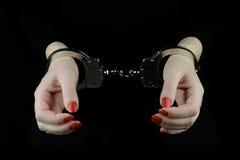 δεμένη με χειροπέδες γυναίκα χεριών Στοκ Φωτογραφία