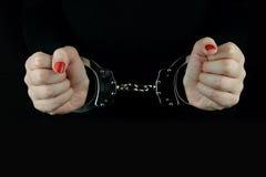 δεμένη με χειροπέδες γυναίκα χεριών Στοκ εικόνες με δικαίωμα ελεύθερης χρήσης