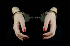 δεμένη με χειροπέδες γυναίκα χεριών Στοκ φωτογραφίες με δικαίωμα ελεύθερης χρήσης