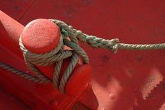 δεμένο βάρκα σχοινί στοκ φωτογραφίες με δικαίωμα ελεύθερης χρήσης