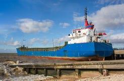 Δεμένο φορτηγό πλοίο Στοκ Φωτογραφίες