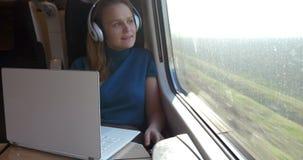Δεν είναι ποτέ βαριεστημένη κατά τη διάρκεια του ταξιδιού απόθεμα βίντεο