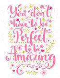 Δεν ειναι απαραίτητο να είστε τέλειοι για να είστε καταπληκτικοί Εμπνευσμένη κάρτα αποσπάσματος με την εγγραφή χεριών και τις δια Στοκ Εικόνα