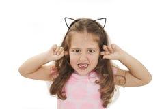 Δεν μπορώ να ακούσω τίποτα - πορτρέτο ενός μικρού κοριτσιού 5-8 χρονών στοκ εικόνα