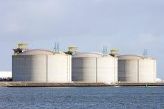 δεξαμενές αποθήκευσης πετρελαίου Στοκ εικόνα με δικαίωμα ελεύθερης χρήσης