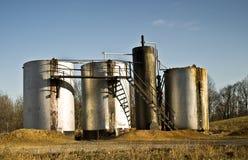 δεξαμενές αποθήκευσης πετρελαίου Στοκ εικόνες με δικαίωμα ελεύθερης χρήσης