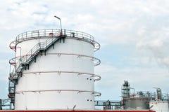 Δεξαμενές αποθήκευσης πετρελαίου και βενζίνης Στοκ φωτογραφίες με δικαίωμα ελεύθερης χρήσης