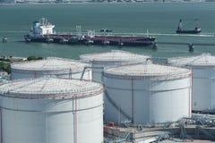Δεξαμενές αποθήκευσης πετρελαίου Στοκ φωτογραφίες με δικαίωμα ελεύθερης χρήσης