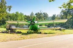Δεξαμενές και αεροπλάνο φορτηγών Στοκ φωτογραφίες με δικαίωμα ελεύθερης χρήσης
