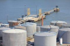 Δεξαμενές πετρελαίου θαλασσίων λιμένων Στοκ φωτογραφία με δικαίωμα ελεύθερης χρήσης