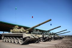 Δεξαμενές που παρατάσσονται στρατιωτικές στοκ φωτογραφία με δικαίωμα ελεύθερης χρήσης