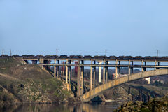 Δεξαμενές στη γέφυρα Στοκ Εικόνες