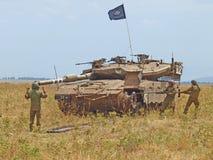 Δεξαμενές Merkava και ισραηλινοί στρατιώτες στις θωρακισμένες δυνάμεις κατάρτισης Στοκ Φωτογραφίες