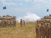 Δεξαμενές Merkava και ισραηλινοί στρατιώτες στις θωρακισμένες δυνάμεις κατάρτισης Στοκ φωτογραφίες με δικαίωμα ελεύθερης χρήσης