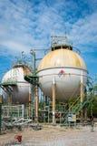 Δεξαμενή αποθήκευσης αερίου σφαιρών στο εργοστάσιο πετροχημικών Στοκ Φωτογραφία