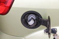 Δεξαμενή καυσίμων αυτοκινήτων ΚΑΠ υλικών πληρώσεως καυσίμων αυτοκινήτων Ανοιγμένη δεξαμενή καυσίμων αυτοκινήτων Στοκ εικόνες με δικαίωμα ελεύθερης χρήσης