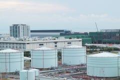 Δεξαμενή πετρελαίου στην ημέρα Στοκ Εικόνα