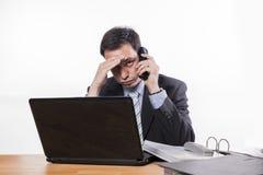 Δεσμευμένες κακές ειδήσεις υπαλλήλων στο τηλέφωνο Στοκ Εικόνες
