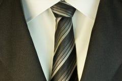 Δεσμός και άσπρα πουκάμισο και κοστούμι στοκ εικόνες
