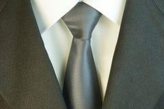 Δεσμός και άσπρα πουκάμισο και κοστούμι στοκ εικόνα