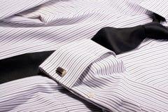 δεσμός πουκάμισων φορεμάτων στοκ φωτογραφίες